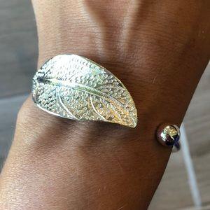 NIP sterling leaf bracelet
